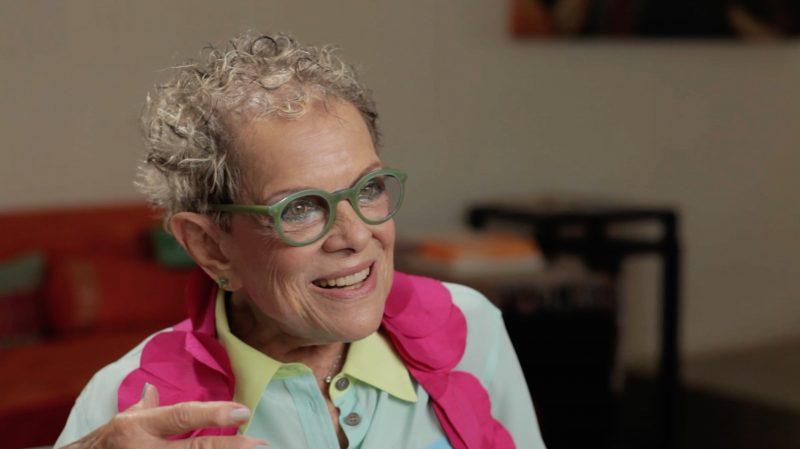 Die Designerin der Olympischen Spiele von Los Angeles 1984 Deborah Sussman beim Interview mit Lars Mextorf